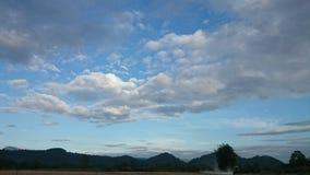 Gelukkige bewolkte dag Stock Foto