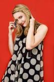 Gelukkige blonde met telefoon royalty-vrije stock afbeeldingen