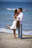 Gelukkige bruid en bruidegom Stock Foto's
