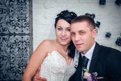 Bruid en bruidegom op hun huwelijksdag Stock Afbeeldingen