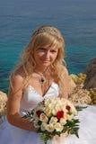 Gelukkige Bruid op het strand Stock Foto