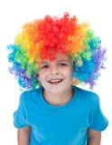 Gelukkige clownjongen - geïsoleerd portret Royalty-vrije Stock Afbeeldingen