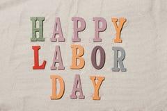 Gelukkige Dag van de Arbeid op de zandige strandachtergrond Gelukkige Dag van de Arbeid w stock fotografie
