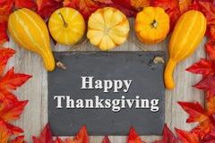 Gelukkige Dankzegging met de herfstbladeren met een retro bordwi royalty-vrije stock foto