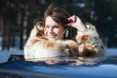 Gelukkige de autosleutels van de vrouwenholding Royalty-vrije Stock Afbeeldingen