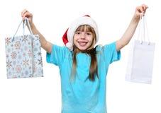Gelukkige de greep van het Kerstmismeisje grote het winkelen zakken royalty-vrije stock foto
