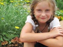 Gelukkige de zomerdag van meisjesenjos in het park. royalty-vrije stock fotografie