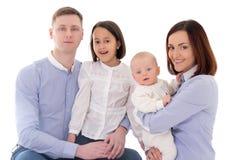 Gelukkige die familie - vader, moeder, dochter en zoon op whit wordt geïsoleerd Stock Afbeeldingen