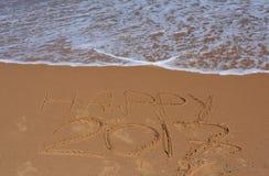 Gelukkige 2017 die op het strand van letters voorzien Royalty-vrije Stock Afbeeldingen