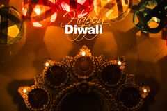 Gelukkige diwali - de kaart van de diwaligroet met verlichte diya Royalty-vrije Stock Afbeelding