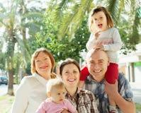 Gelukkige drie generatiesfamilie Royalty-vrije Stock Afbeeldingen