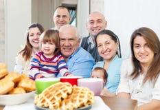 Gelukkige drie generatiesfamilie Stock Afbeelding