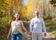 Gelukkige echtgenoot en vrouw stock foto's