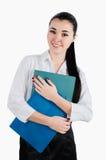 Gelukkige en glimlachende bedrijfsvrouw met omslagen in haar handen whit Royalty-vrije Stock Foto's