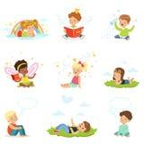 Gelukkige en mooie kinderenspel en droom Het beeldverhaal detailleerde kleurrijke Illustraties vector illustratie