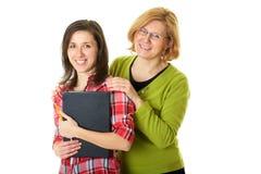 Gelukkige en smilling dochter met geïsoleerdeu moeder, Stock Foto's