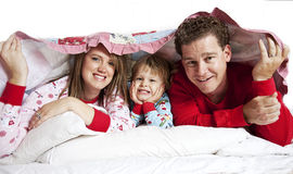 Gelukkige Familie in bed Stock Fotografie