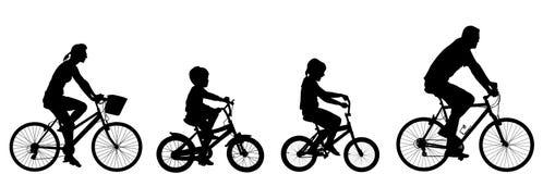 Gelukkige familie berijdende fiets samen, silhouet royalty-vrije illustratie