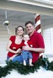 Gelukkige familie bij Kerstmis stock afbeeldingen