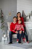Gelukkige familie dichtbij Kerstboom Royalty-vrije Stock Afbeeldingen