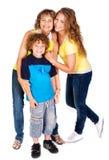 Gelukkige familie die op witte achtergrond wordt geïsoleerdd Royalty-vrije Stock Afbeelding