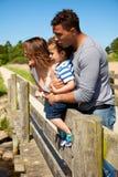 Gelukkige Familie die Pret op hun Vakantie heeft Royalty-vrije Stock Foto's