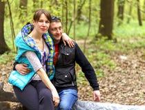 Gelukkige Familie die voor Picknick voorbereidingen treffen Royalty-vrije Stock Foto