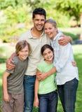 Gelukkige familie in het park Royalty-vrije Stock Afbeelding