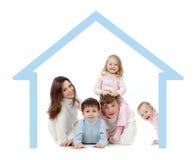 Gelukkige familie in hun eigen huisconcept Stock Foto's