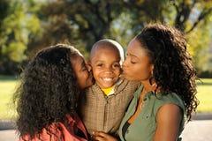 Gelukkige Familie, Kus Royalty-vrije Stock Afbeelding