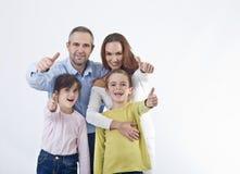 Gelukkige familie met omhoog duimen Stock Afbeeldingen
