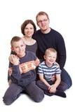 Gelukkige familie met twee zonen Stock Afbeeldingen