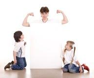 Gelukkige familie met witte banner. Royalty-vrije Stock Foto's