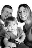 Gelukkige Familie, Nieuwsgierige zwart-witte Baby, stock fotografie
