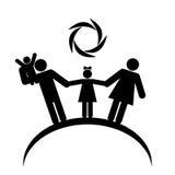 Gelukkige familie onder de zon op de planeet De zwarte cijfers van het familieembleem aangaande een witte achtergrond Stock Afbeeldingen