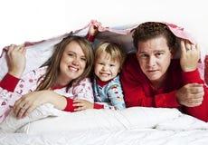 Gelukkige Familie onder deken royalty-vrije stock foto