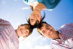 Gelukkige familie in openlucht Royalty-vrije Stock Foto's