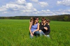 Gelukkige familie in openlucht Stock Fotografie