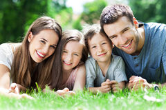 Gelukkige familie in openlucht Stock Foto