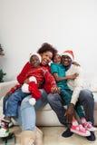 Gelukkige familie samen voor Kerstmis Stock Foto's