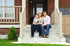 Gelukkige familie thuis royalty-vrije stock foto
