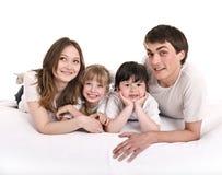 Gelukkige familiemoeder, vader, dochter en zoon. Stock Afbeeldingen