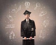 Gelukkige gediplomeerde tiener met hand getrokken schoolpictogrammen Stock Fotografie