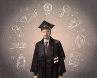 Gelukkige gediplomeerde tiener met hand getrokken schoolpictogrammen Royalty-vrije Stock Foto's