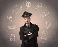Gelukkige gediplomeerde tiener met hand getrokken schoolpictogrammen Stock Afbeelding