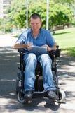 Gelukkige gehandicapte mens Royalty-vrije Stock Afbeeldingen