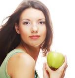 Gelukkige glimlachende die vrouw met appel, op wit wordt geïsoleerd Stock Foto