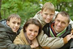 Gelukkige glimlachende familie Royalty-vrije Stock Afbeeldingen