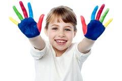 Gelukkige glimlachende kinderen die met verf spelen royalty-vrije stock foto