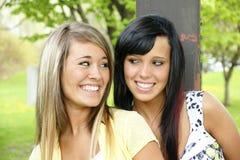 Gelukkige glimlachende meisjes Stock Afbeeldingen